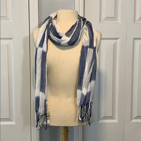 NWT American Eagle Outfitters blue and white scarf